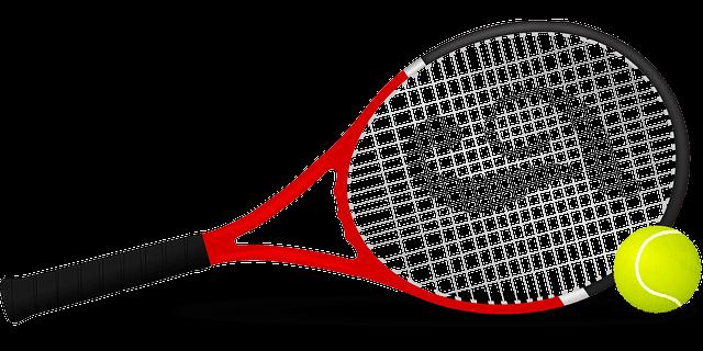 מחבט טניס וכדור