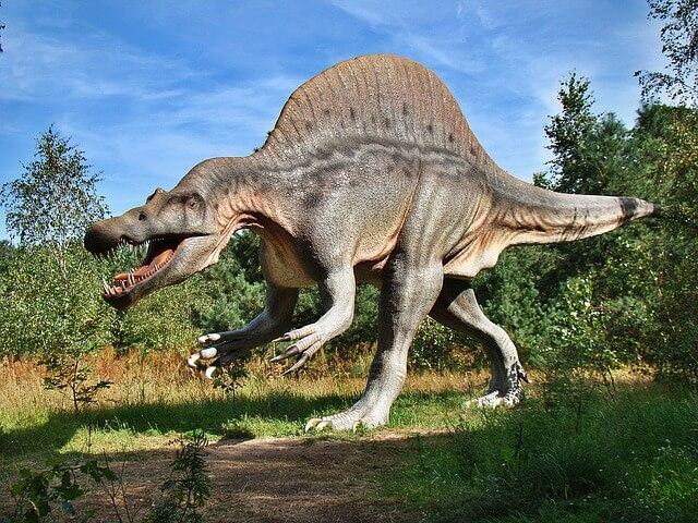 דינוזאור בטבע