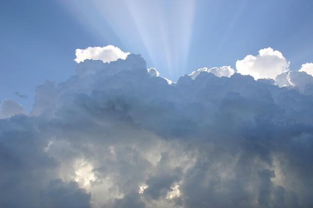 אור מתוך עננים