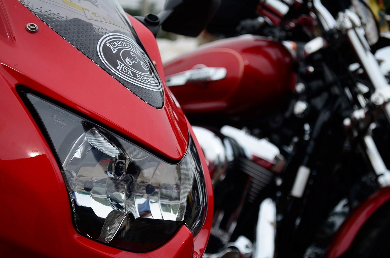 אופנוע אדום