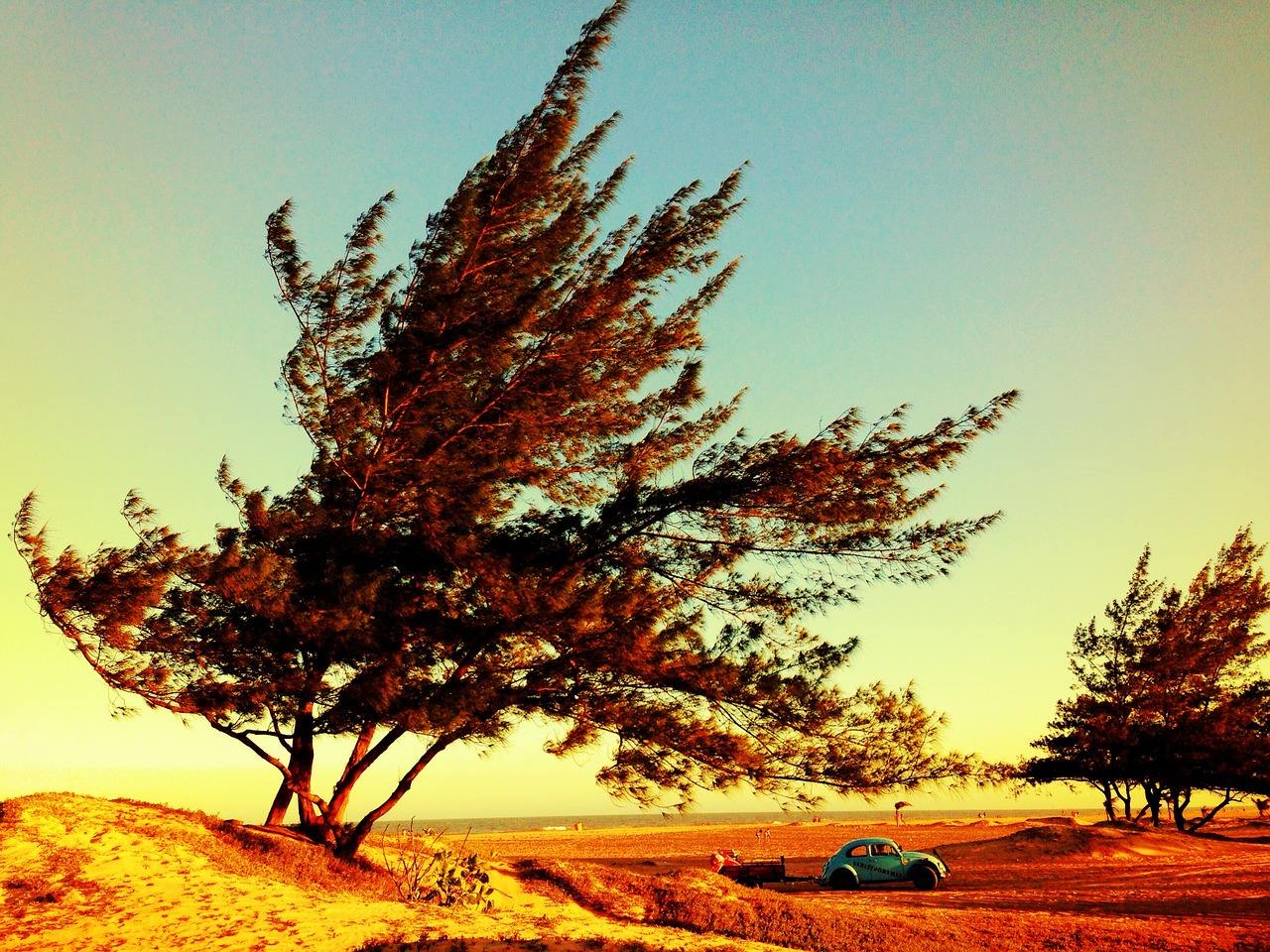 רקע מגניב עם מכונית ישנה