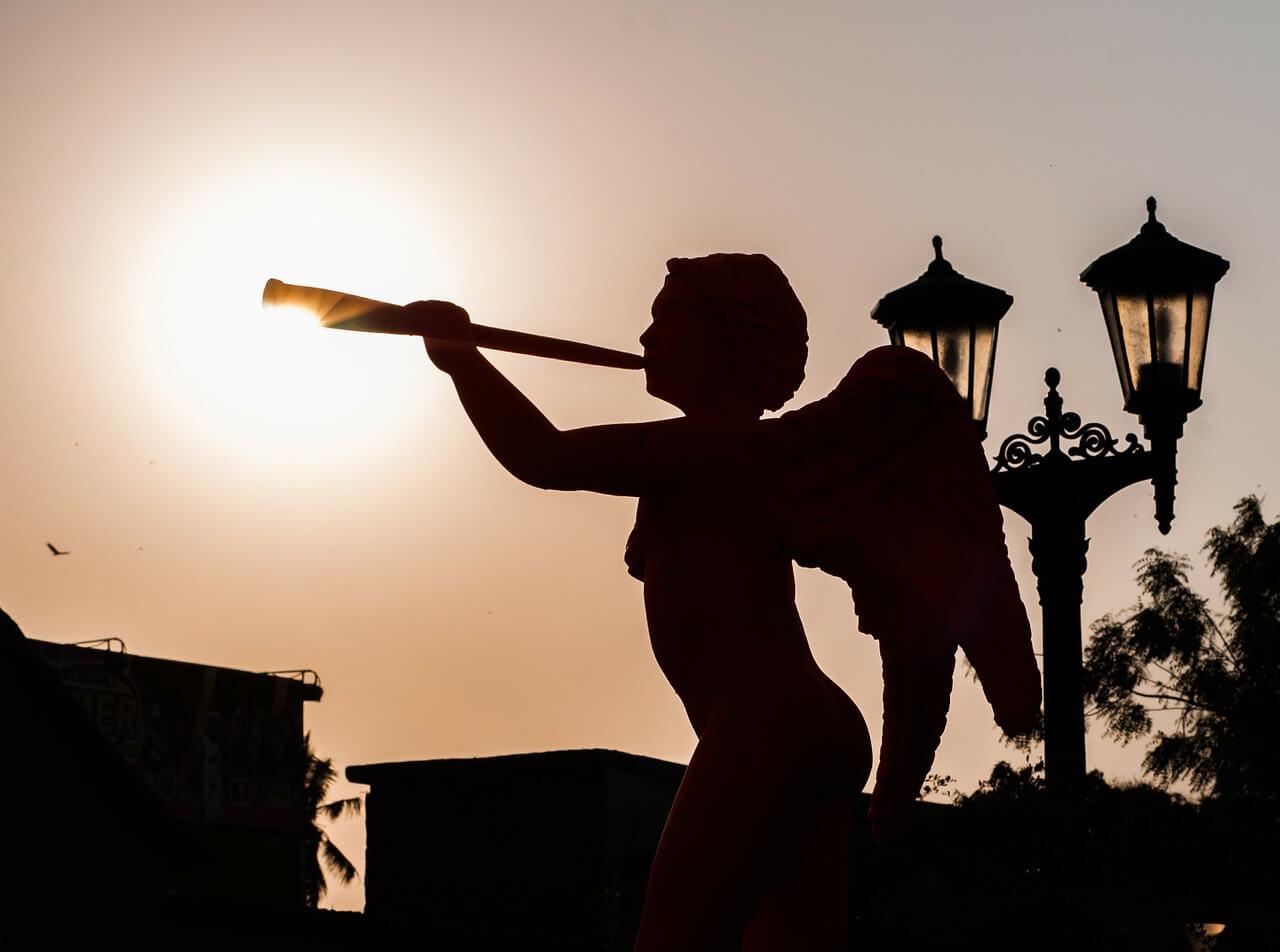 פסל של מלאכית