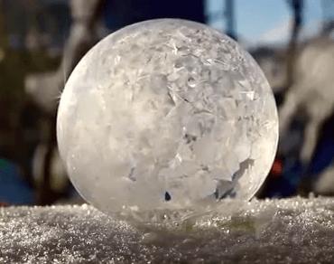 בועת סבון קופאת והופכת לבועת קרח