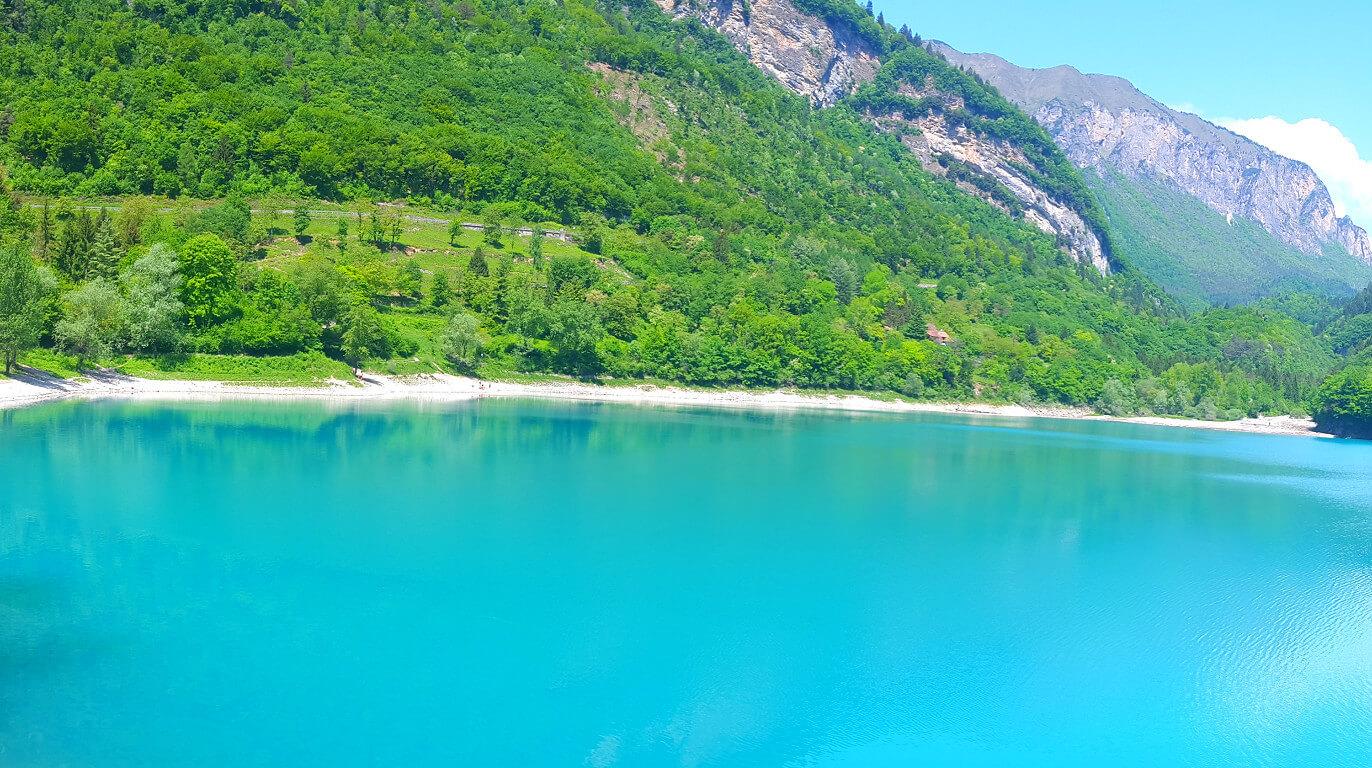 אגם מהמם
