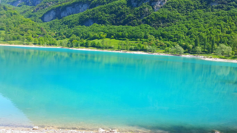 רקע של אגם מדהים