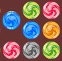 קנדי סמאש הוא משחק בו אתם צריכים להחליף בין 2 ממתקים כדי להשיג 3 או יותר ממתקים זהים ברצף.