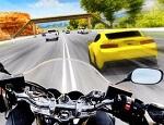 אופנוען בכביש מהיר