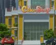 בואו לנהל חנות לעוגות , המשחק השלישי בסדרה , שמים עוגות לפי הסדר מהחלק התחתון לעליון ונותנים לאנשים עוגות שנאפו במאפיה בחנות שלכם