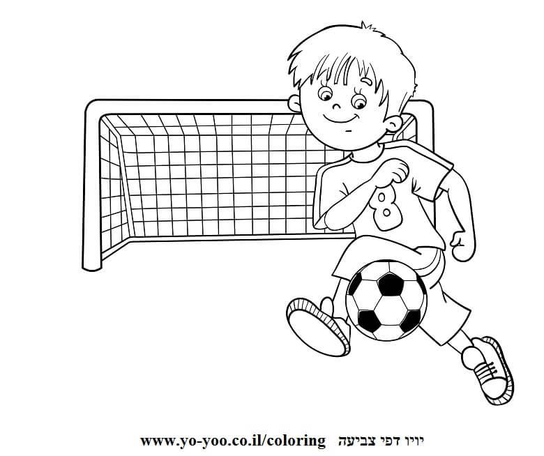 ילד עם כדורגל