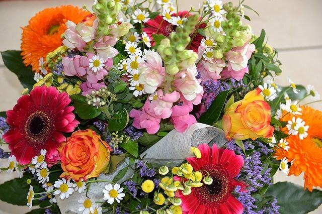 זר פרחים שונים