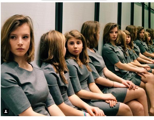 כמה בנות יש בתמונה