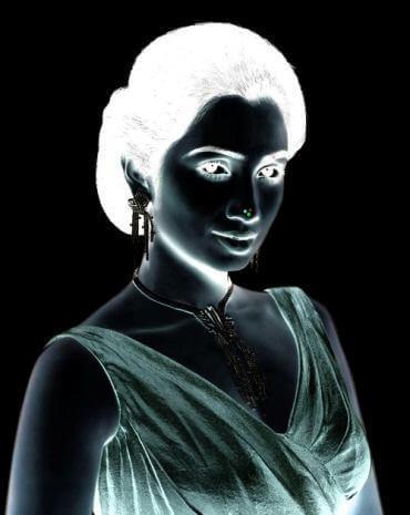 אשליה אישה שחור לבן